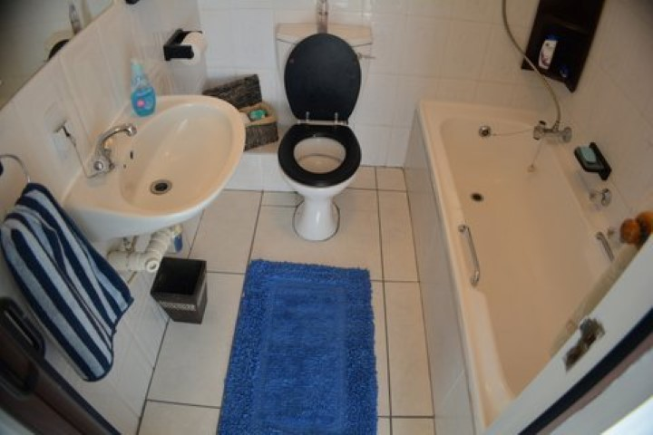 Main-bathroom-u22-Small